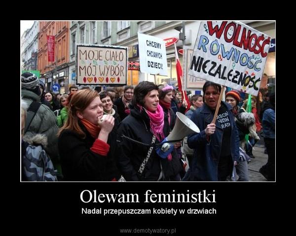 Olewam feministki –  Nadal przepuszczam kobiety w drzwiach