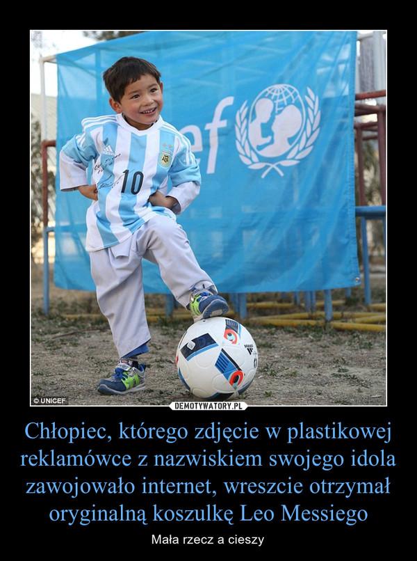 Chłopiec, którego zdjęcie w plastikowej reklamówce z nazwiskiem swojego idola zawojowało internet, wreszcie otrzymał oryginalną koszulkę Leo Messiego – Mała rzecz a cieszy