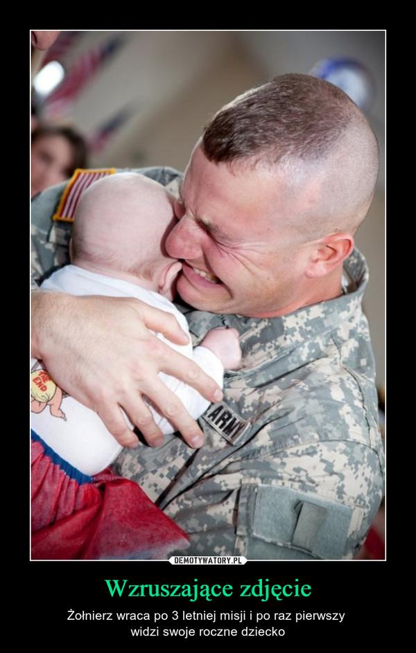 Wzruszające zdjęcie – Żołnierz wraca po 3 letniej misji i po raz pierwszy widzi swoje roczne dziecko
