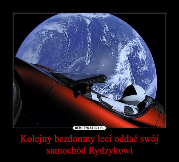 Kolejny bezdomny leci oddać swój samochód Rydzykowi –