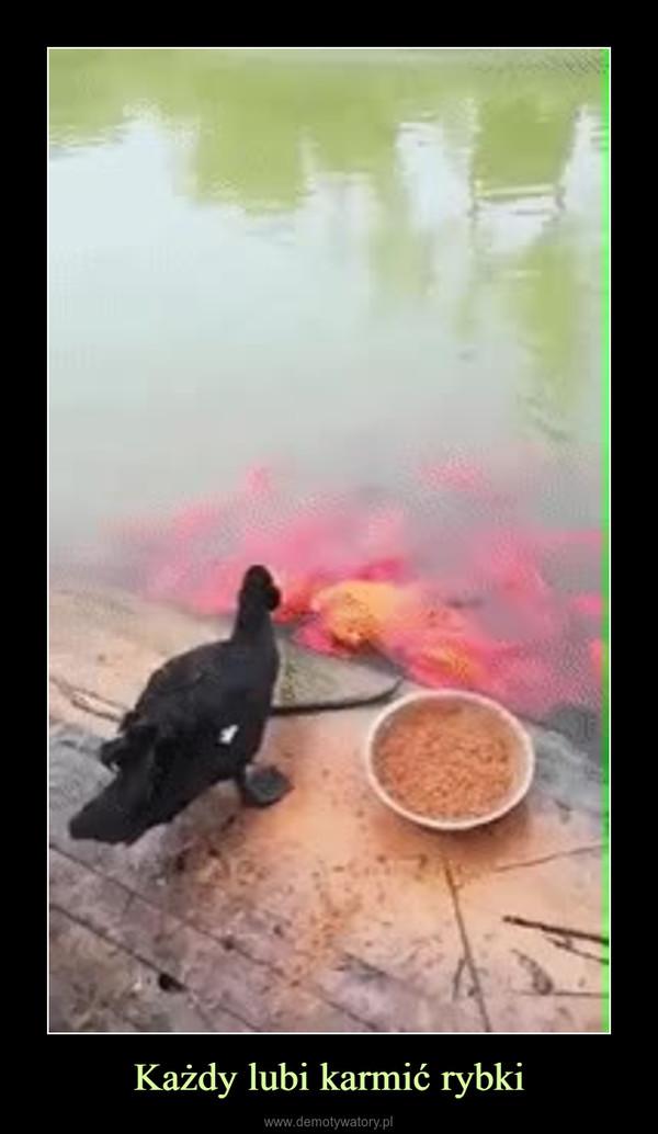 Każdy lubi karmić rybki –
