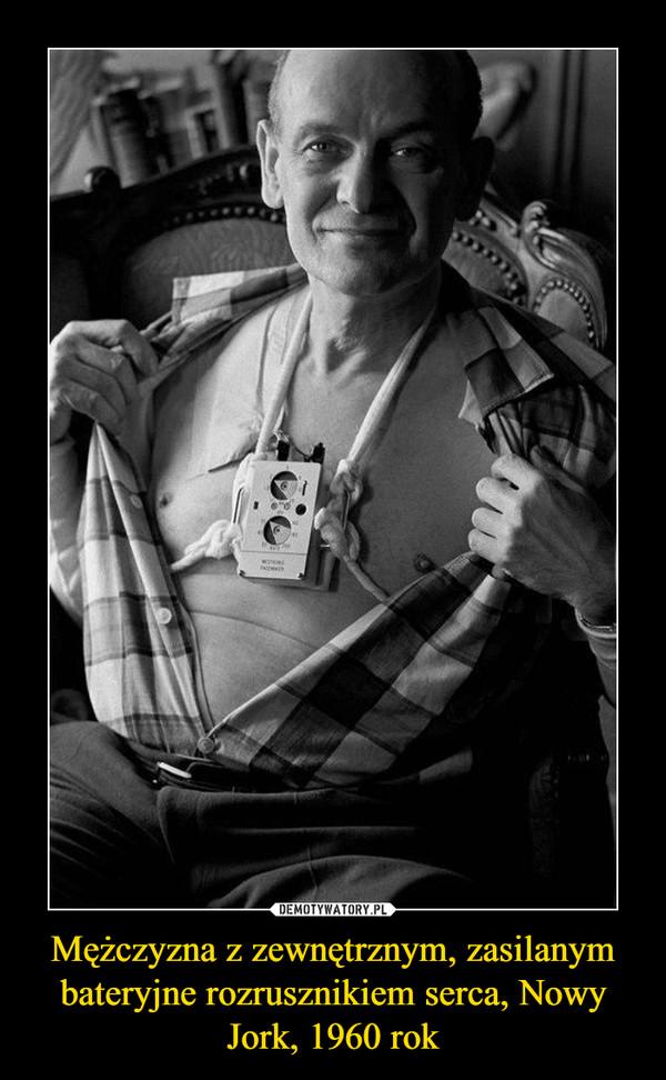 Mężczyzna z zewnętrznym, zasilanym bateryjne rozrusznikiem serca, Nowy Jork, 1960 rok –