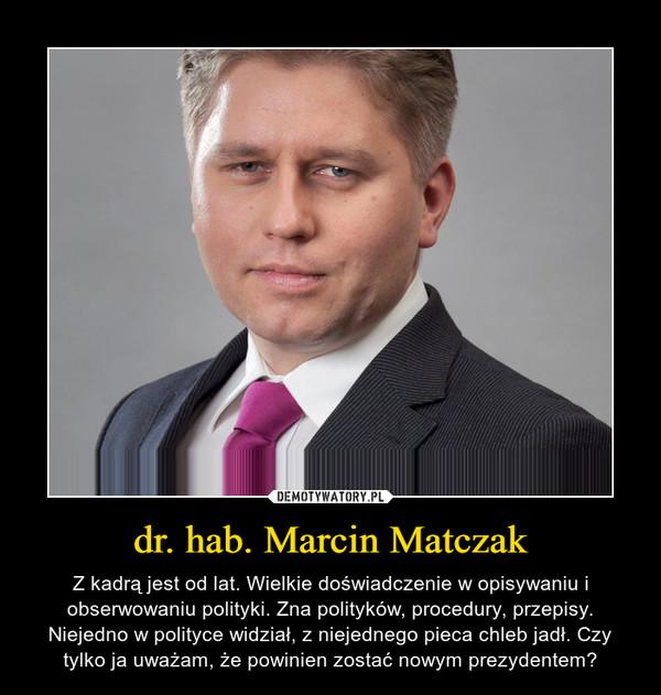 dr. hab. Marcin Matczak – Z kadrą jest od lat. Wielkie doświadczenie w opisywaniu i obserwowaniu polityki. Zna polityków, procedury, przepisy. Niejedno w polityce widział, z niejednego pieca chleb jadł. Czy tylko ja uważam, że powinien zostać nowym prezydentem?
