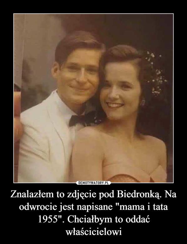 """Znalazłem to zdjęcie pod Biedronką. Na odwrocie jest napisane """"mama i tata 1955"""". Chciałbym to oddać właścicielowi –"""