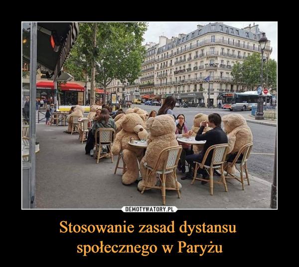 Stosowanie zasad dystansu społecznego w Paryżu –
