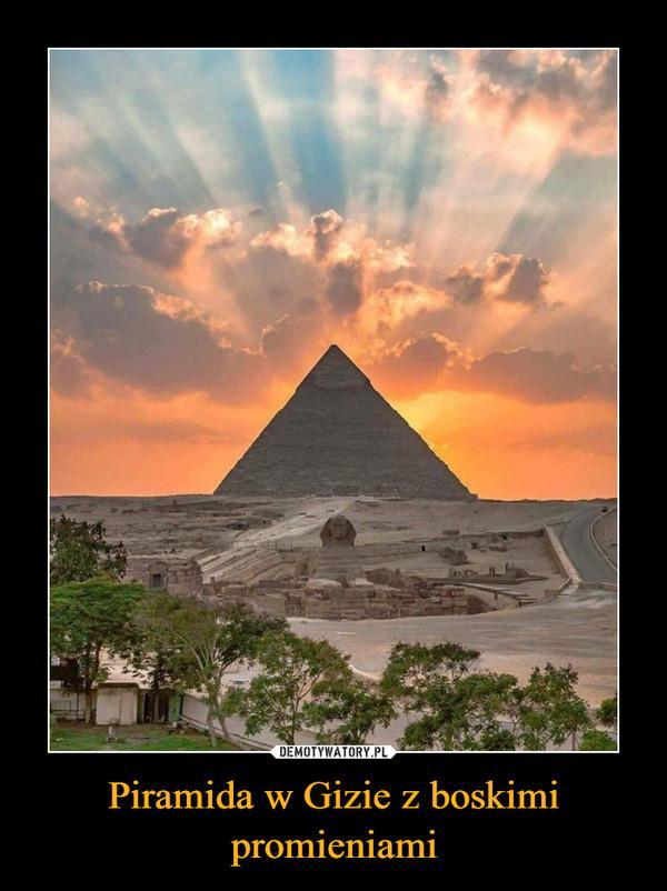 Piramida w Gizie z boskimi promieniami –