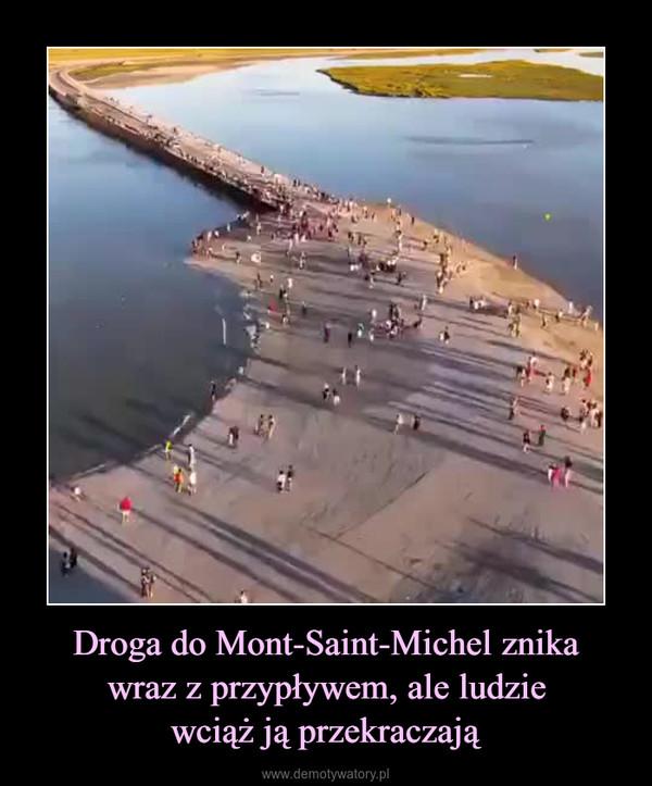 Droga do Mont-Saint-Michel znikawraz z przypływem, ale ludziewciąż ją przekraczają –