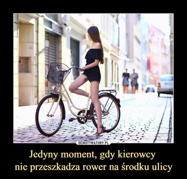Jedyny moment, gdy kierowcy nie przeszkadza rower na środku ulicy –