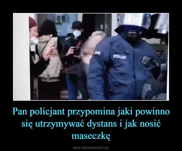 Pan policjant przypomina jaki powinno się utrzymywać dystans i jak nosić maseczkę –